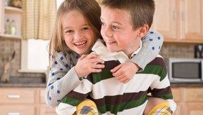 Los champúes terapéuticos podrían ayudar a aliviar la caspa en los niños.