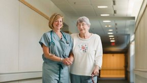 Caminar tan pronto como sea posible después de un episodio de TVP puede ayudar a prevenir futuras complicaciones.