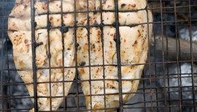 La pechuga de pollo a la parrilla se usa comúnmente en las tortillas wraps.