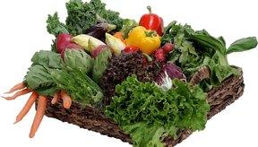 Evita consumir calorías en exceso con una dieta rica en frutas y vegetales.