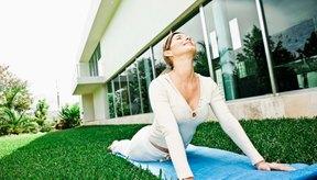 El arco de la espalda es un estiramiento fácil de realizar que alivia el dolor de la región sacra.