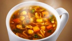 La sopa enlatada tiene un alto contenido de sodio.