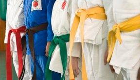 En judo, el color del cinturón denota la experiencia del usuario.