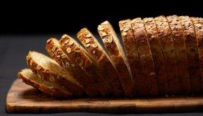 El pan de trigo integral tiene purinas, así que debes comerlo con moderación si tienes gota.