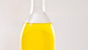 Una pequeña botella de aceite extra virgen de oliva es una buena crema hidratante.