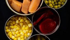 La comida enlatada generalmente contiene conservantes químicos.