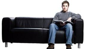 Sentarse en el sofá quema 75 calorías por hora.