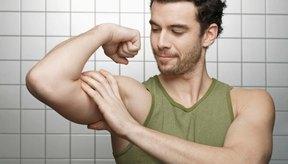 El dolor en los músculos bíceps puede surgir de una serie de problemas diferentes.