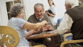 Los juegos ayudan a las personas de la tercera edad a mejorar su memoria.