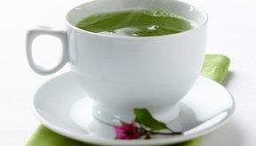 El té verde contiene polifenoles, que pueden ayudar en la pérdida de peso.