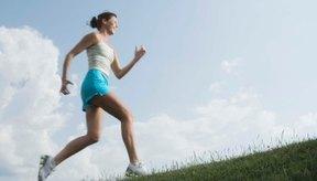 La resistencia cardiovascular y muscular son necesarias para correr colina arriba.