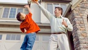 Fomenta juegos al aire libre para ayudar a tus hijos a que pierdan la grasa del vientre.