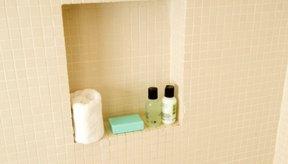 Una toallita te ayudará a eliminar todo el producto exfoliante.