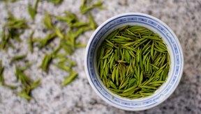 Una variedad de té puede ayudar a aliviar los síntomas del dolor de garganta.