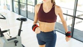 Analiza los beneficios de usar pesas en las muñecas mientras te ejercitas.