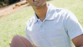 Patear un balón de fútbol involucra varias articulaciones y músculos.