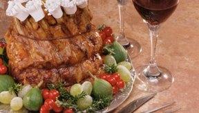 Las costillas de cerdo asadas tienen una presentación espectacular.