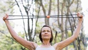 La tonificación muscular está a tu alcance bien sea mediante bandas o pesas.