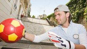 El portero es un jugador fundamental en el equipo de fútbol.