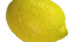 El jugo de limón contiene ácido cítrico.