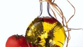 Fabricar tu propio aceite de oliva con infusión de ajo puede ser peligroso.