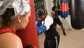 Golpear el saco pesado te permitirá desarrollar tu poder y explosividad al golpear.