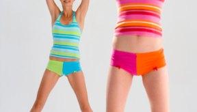 Los ejercicios de calistenia como los saltos de tijera te pueden ayudar a perder peso.
