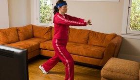 Puedes hacer ejercicios aeróbicos en casa o como parte de un grupo.
