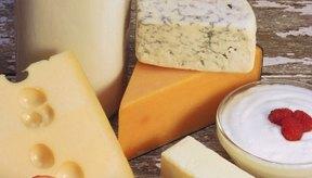 Cuando se añaden las bacterias a la leche y estas comienzan a incubar, la leche se fermenta.