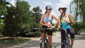 Anda en bicicleta de 45 a 60 minutos para obtener los beneficios de la pérdida de peso.