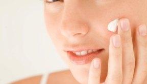 Hidrata tu cara todos los días para deshacerte de la piel seca.