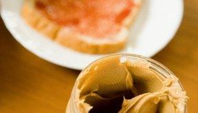 Las tiendas de comida saludable te permiten batir tu propia mantequilla de maní.