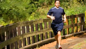 Correr es una actividad de alto impacto que puede causar dolor muscular.