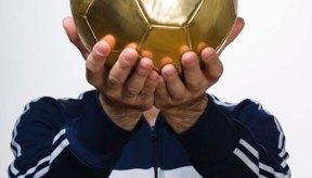 Los premios de fútbol no se limitan a los trofeos.