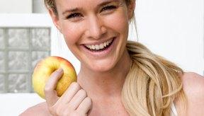 Las proteínas y carbohidratos proporcionan cuatro calorías por gramo, mientras que la grasa contiene nueve.