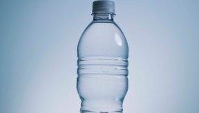 Convierte tu botella de agua en una herramienta para el entrenamiento de la fuerza.