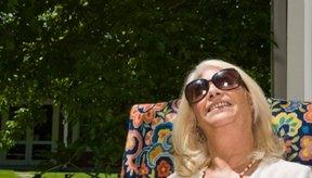 Utilizar gafas de sol puede reducir el riesgo de aparición de manchas en la piel.