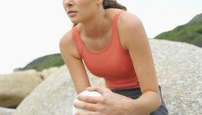 El dolor en las rodillas puede ser producto de una condición médica o el resultado de una lesión.