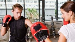 BodyCombat incorpora movimientos de boxeo ayudándote a quemar calorías y grasa.