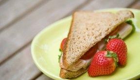 Un sándwich de pavo suele ser una opción más saludable que una hamburguesa u otros sándwiches altos en grasas.