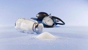 Eliminar los alimentos altos en sodio puede dar como resultado la pérdida de peso.