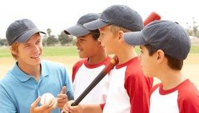 Usa la creatividad en los ejercicios para enseñar las habilidades en el bateo.