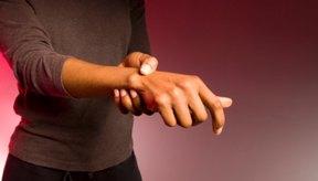 Esguinces, tendinitis y artritis pueden causar dolor en la muñeca durante el ejercicio.