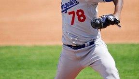 El pie del lanzador debe permanecer en contacto con la goma de lanzamiento hasta que suelte la bola.