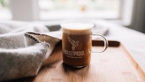 Café a Prueba de Balas combina granos de café probados en laboratorio con Aceite de Octano Cerebral.