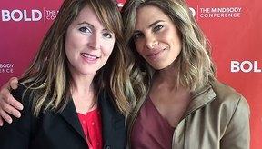 La gerente general de LIVESTRONG Jess Barron habló con la experta en acondicionamiento físico y entrenadora Jillian Michaels en la conferencia BOLD en Hollywood.