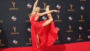 En los Premios Emmy, Jessie Graff adopta una pose que muestra su atleticismo y sentido del humor.