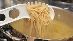 Cocina los spaghetti por 7 u 8 minutos, hasta que estén