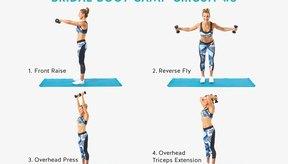Concéntrate en tus tríceps y en sus hombros.