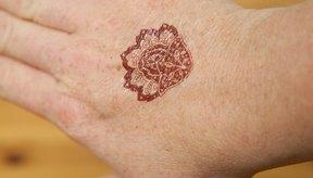 El tatuaje de tinta de henna generalmente mancha la piel durante 14 días